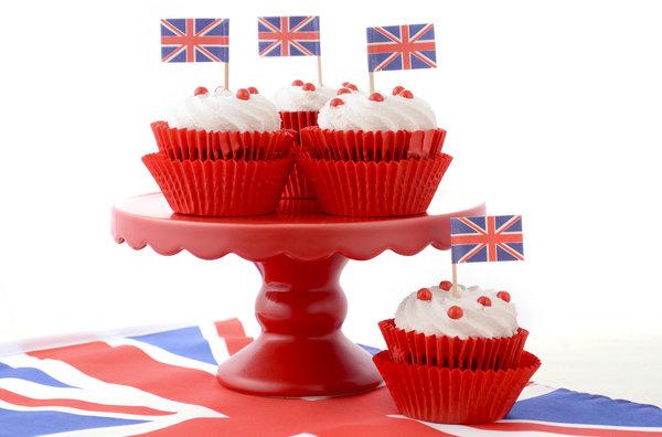 royal wedding viewing party cupcakes