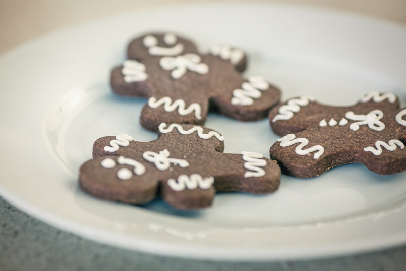 gingerbread men Christmas cookies on white plate